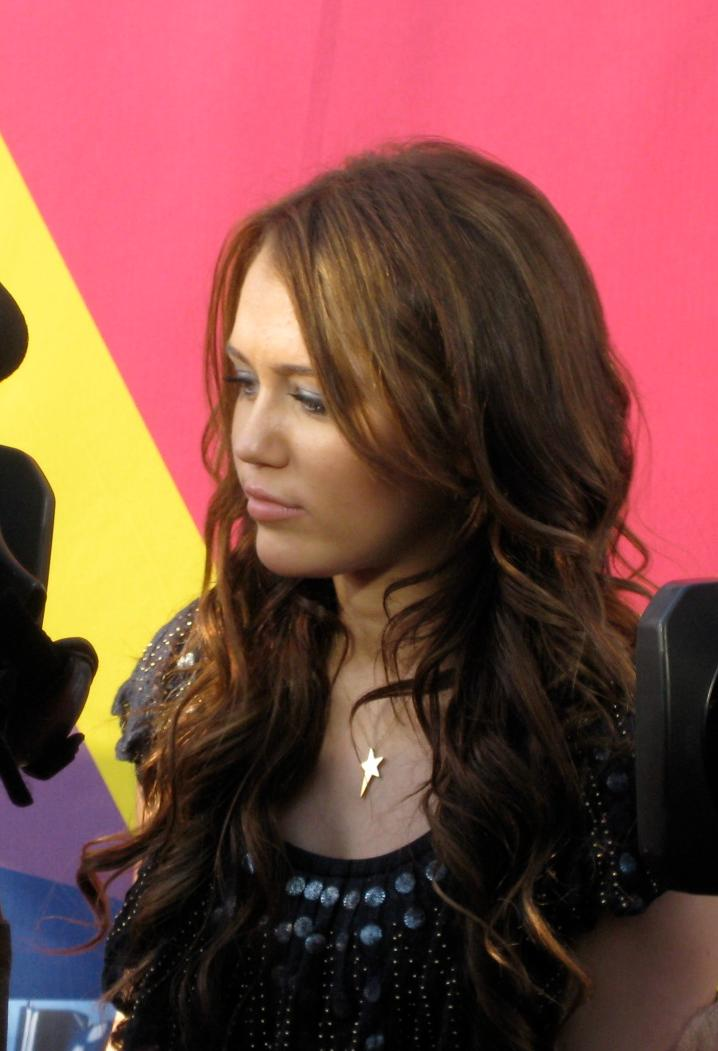Miliey Cyrus at the 2008 MTV Video Music Awards : Free Stock Photo