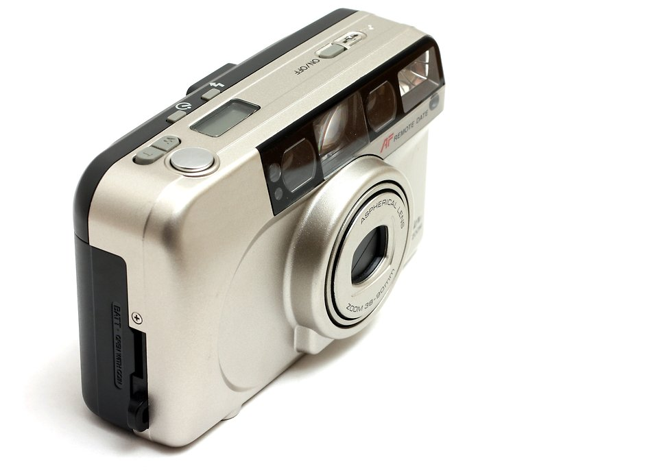 A point and shoot camera isolated on a white background : Free Stock Photo