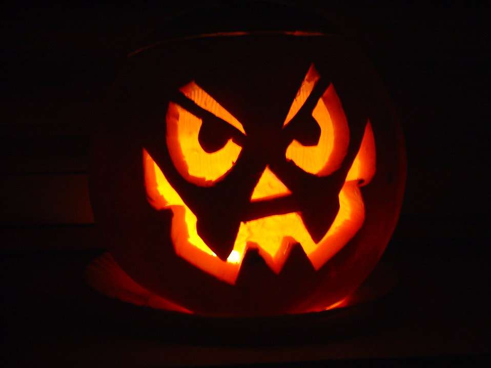 A halloween jack-o-lantern : Free Stock Photo