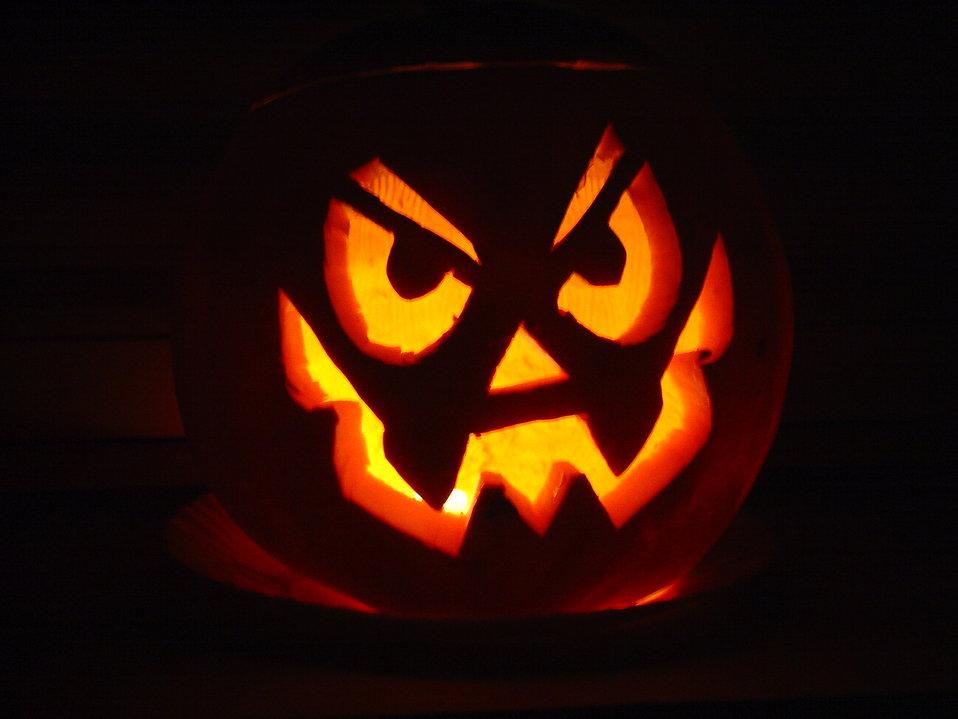 A halloween jack-o-lantern : Free Stock Photo