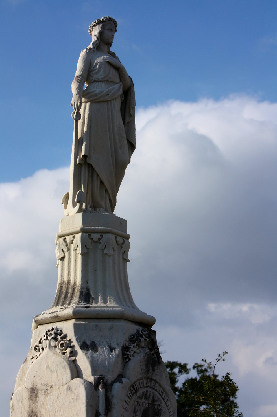 A large statued tombstone at historic Oakland Cemetery in Atlanta, Georgia : Free Stock Photo