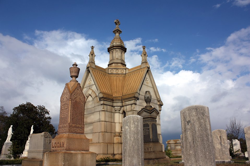 A small mausoleum and tombstones at historic Oakland Cemetery in Atlanta, Georgia : Free Stock Photo