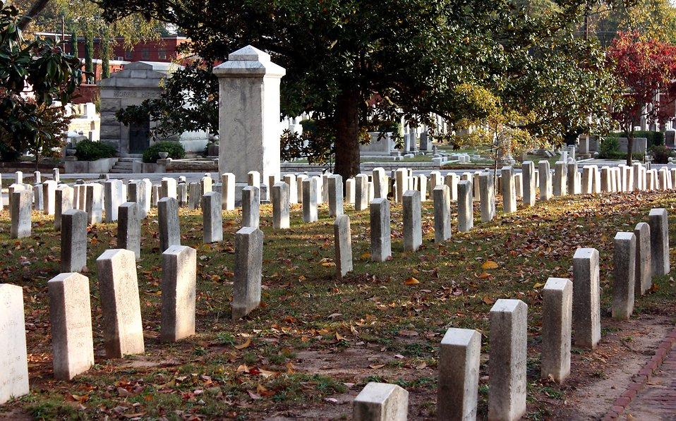 Autumn at historic Oakland Cemetery in Atlanta, Georgia : Free Stock Photo