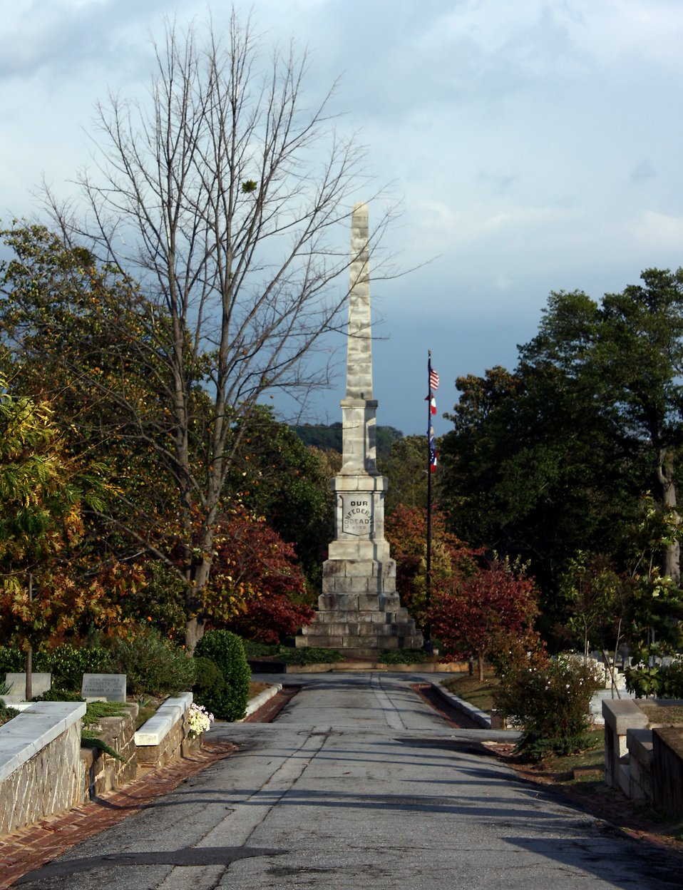 The Confederate Obelisk and flags at historic Oakland Cemetery in Atlanta, Georgia : Free Stock Photo