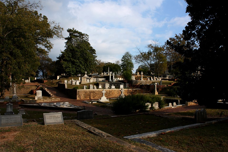Autumn at historic Oakland Cemetery in Atlanta, Georgia : Free Stock Photo