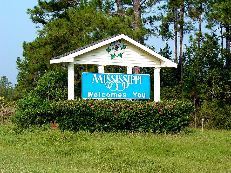A sign marking the Mississippi state line : Free Stock Photo