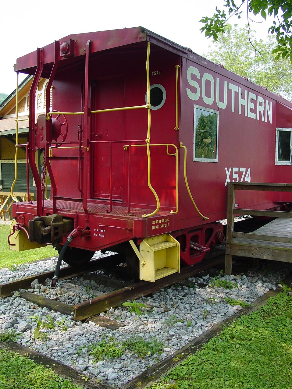A red Southern Railway caboose : Free Stock Photo