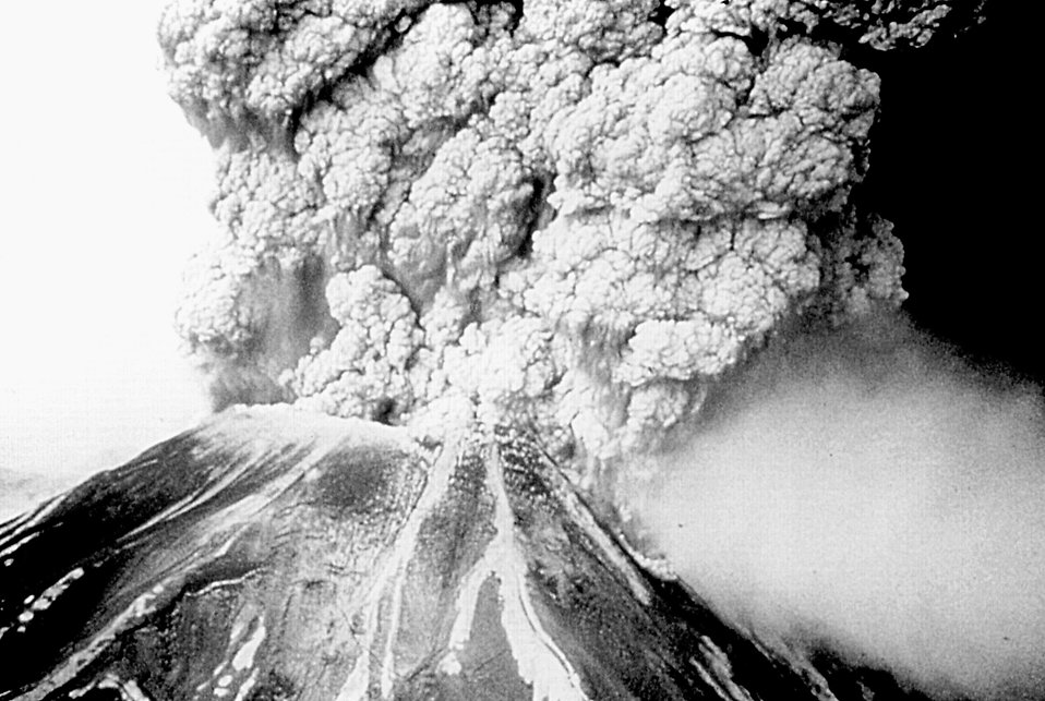 Mount St. Helens erupting : Free Stock Photo