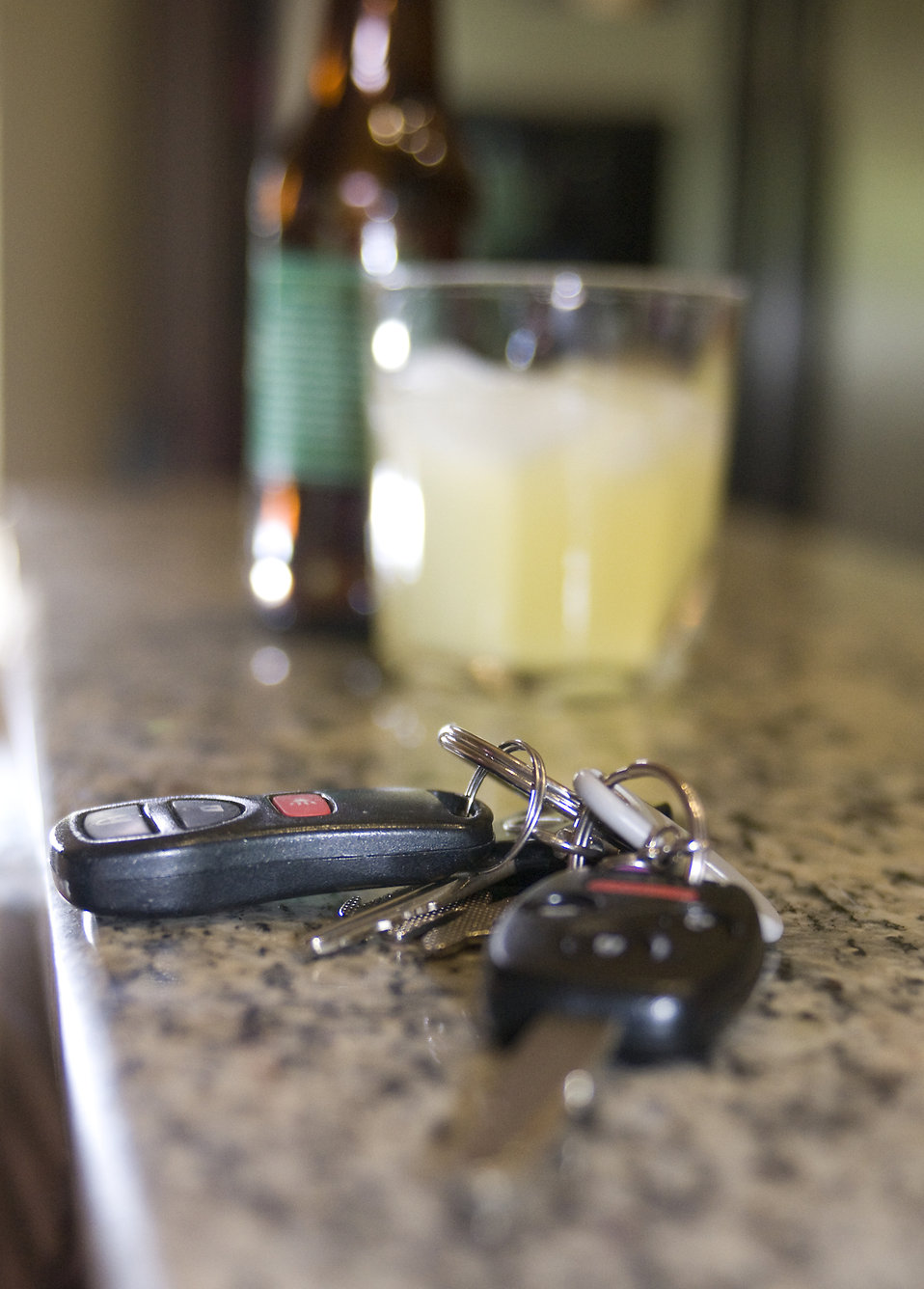 Car keys and a bottle of beer : Free Stock Photo