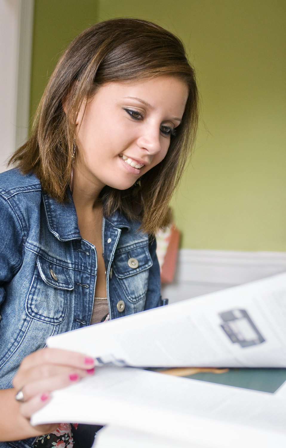 A female student reading a book : Free Stock Photo