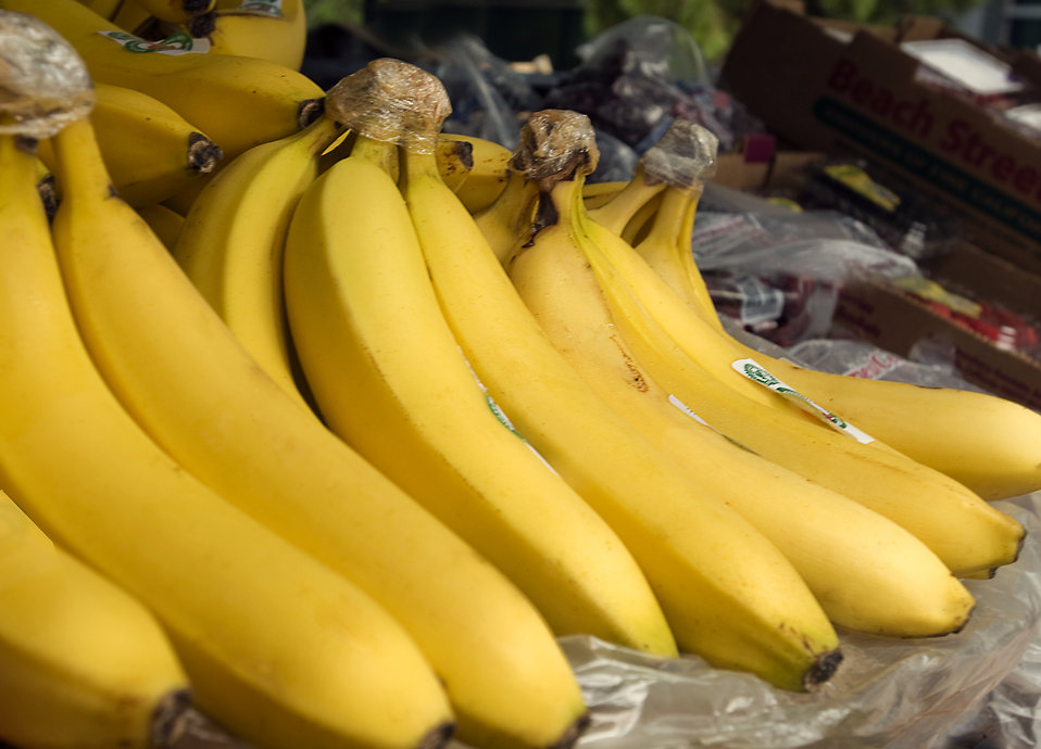 A bunch of yellow bananas on display in a market : Free Stock Photo