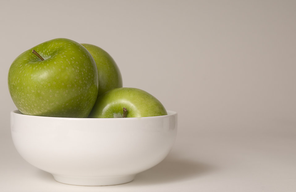 A bowl of green Granny Smith apples : Free Stock Photo