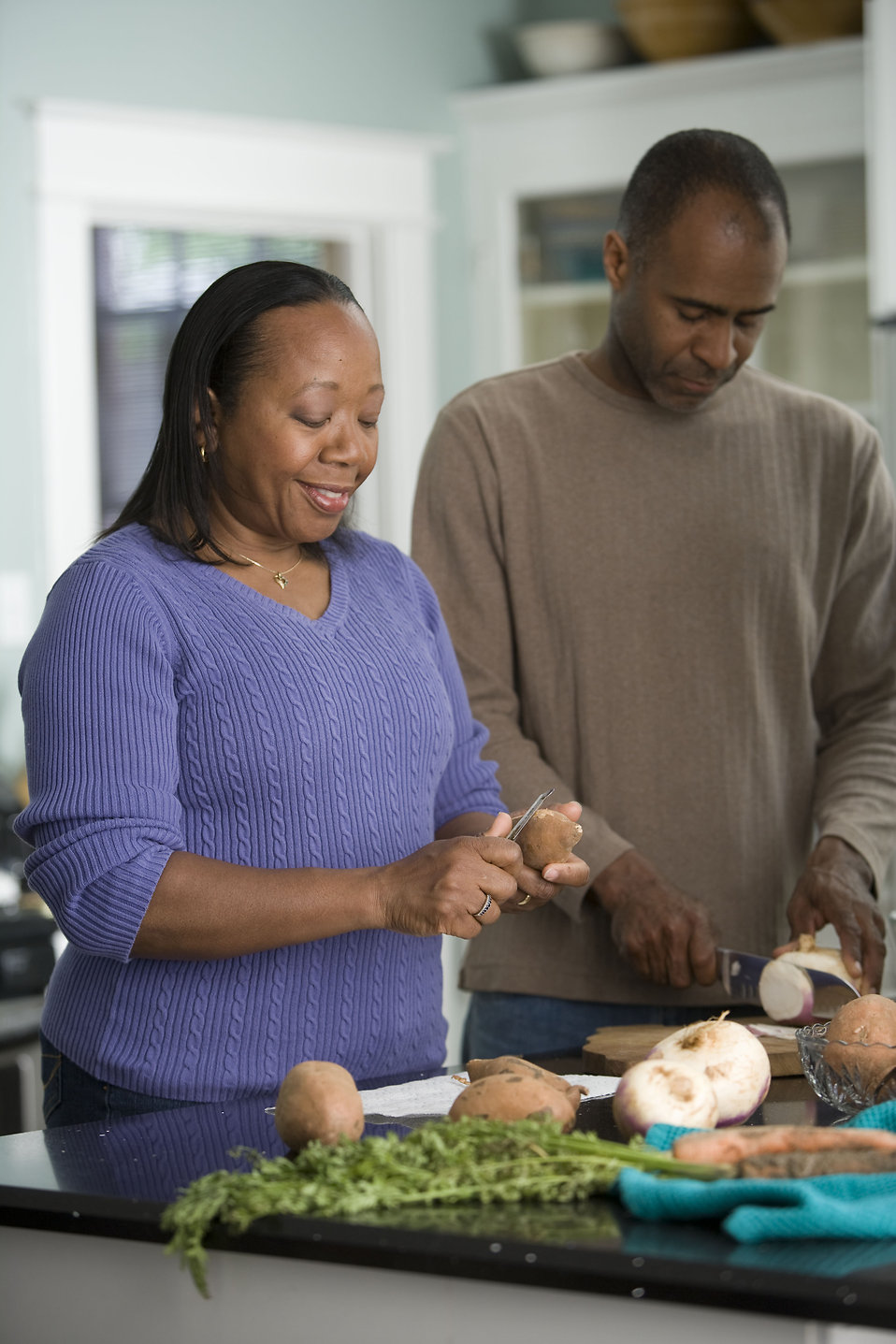 An African-American couple preparing a healthy meal : Free Stock Photo