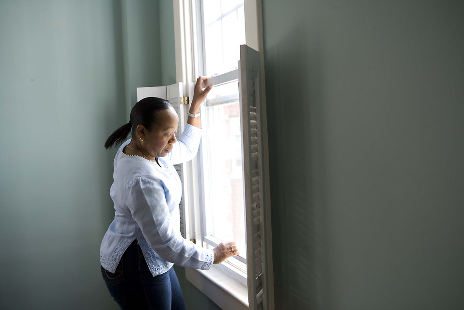 An African-American woman cleaning a window : Free Stock Photo