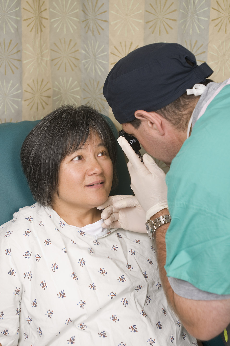 A female patient being examined by her doctor : Free Stock Photo