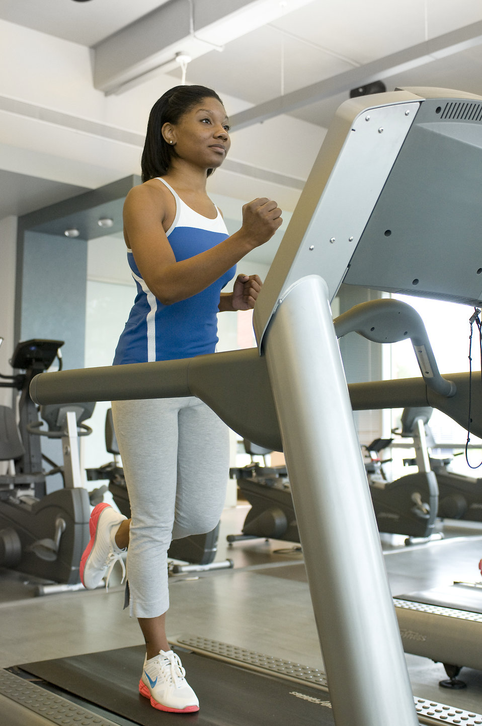 A woman running on a treadmill : Free Stock Photo