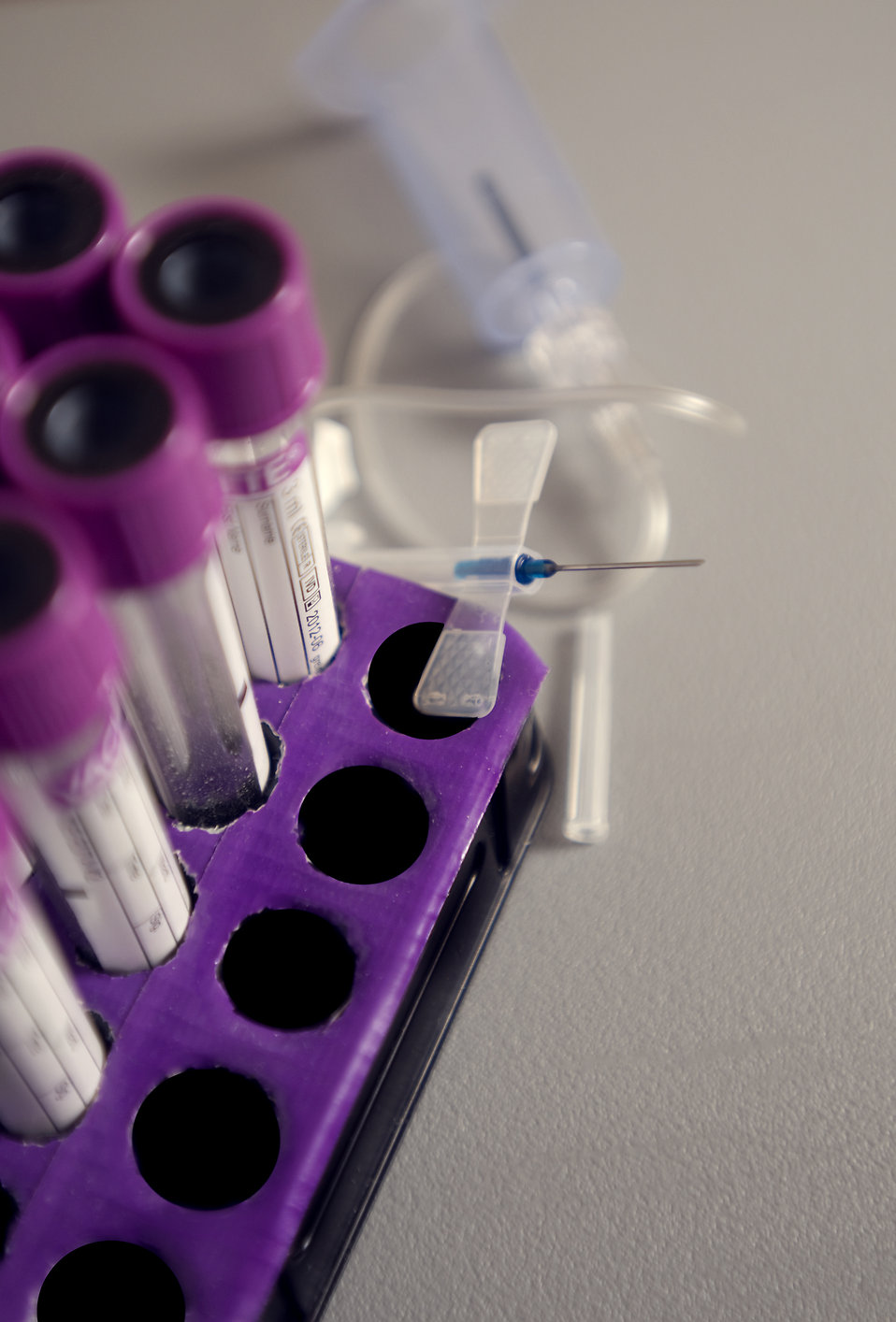 A tray holding blood-filled test tubes : Free Stock Photo