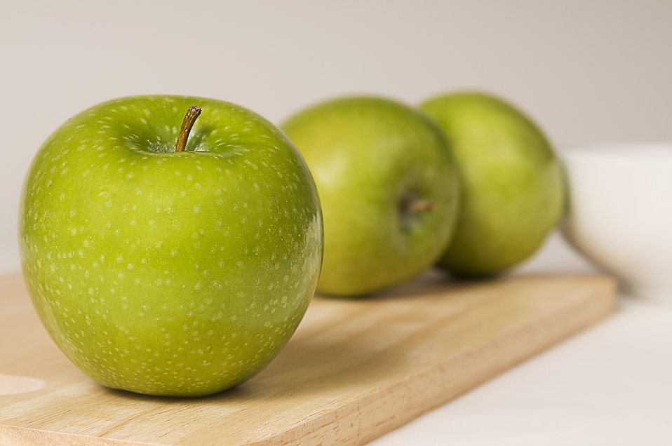 Green Granny Smith apples on a wooden cutting board. : Free Stock Photo