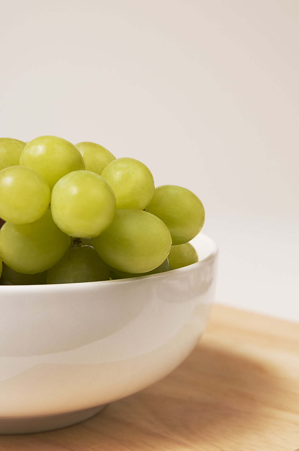 A bowl filled with green grapes : Free Stock Photo