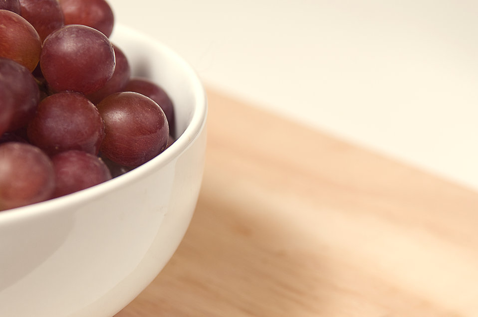 A bowl filled with red seedless grapes : Free Stock Photo