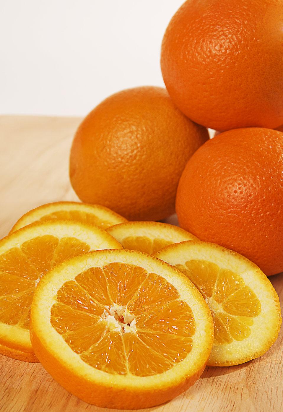 Orange slices on a cutting board : Free Stock Photo