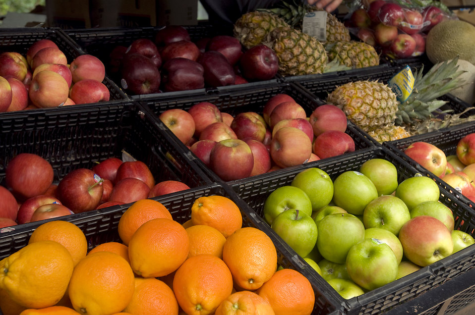 Fruit on display for sale at a farmers market : Free Stock Photo