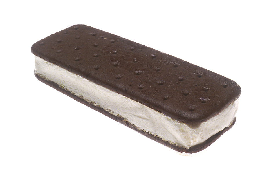 A vanilla ice cream sandwich : Free Stock Photo