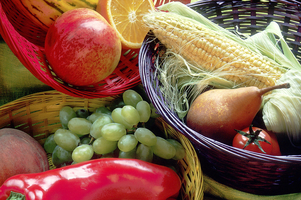 Fruit and vegetables basket : Free Stock Photo