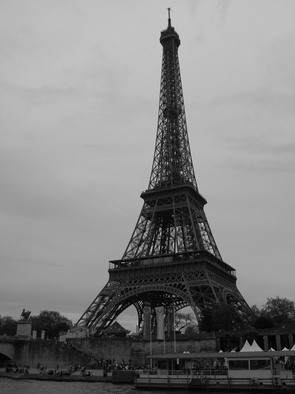 Eiffel Tower black and white : Free Stock Photo