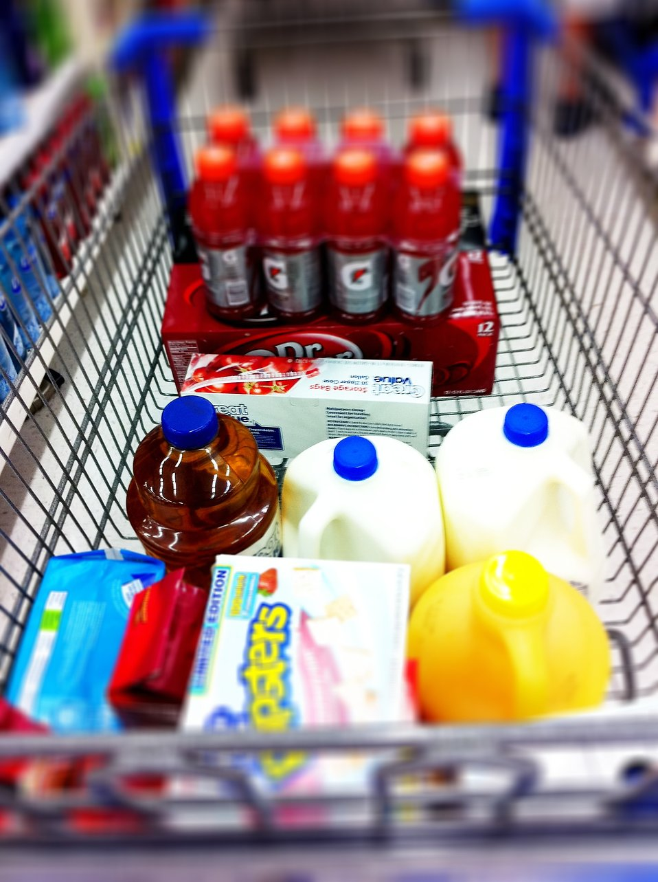 Shopping cart with groceries : Free Stock Photo