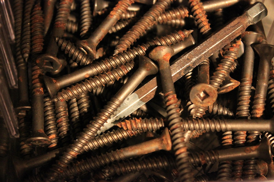 Rusty screws : Free Stock Photo