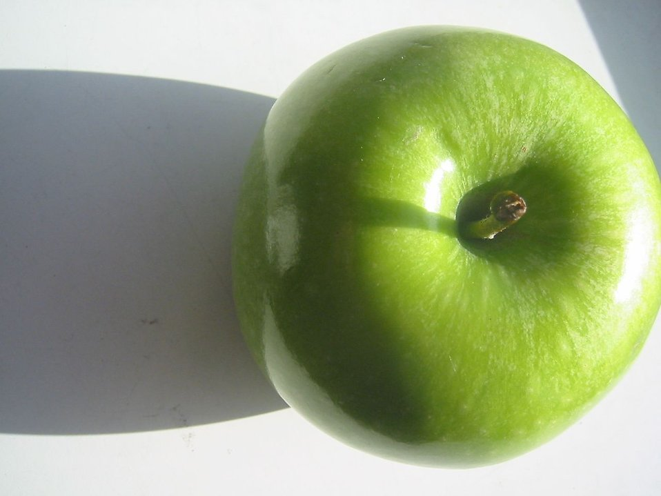 Green apple with shadow : Free Stock Photo