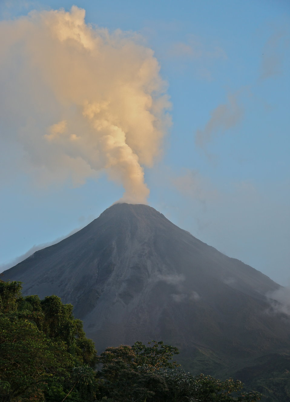 Active volcano : Free Stock Photo