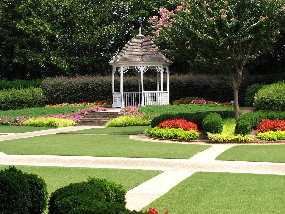 Garden gazebo at the Antebellum Plantation : Free Stock Photo