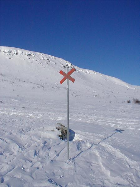 Sign post in snow at top of mountain : Free Stock Photo