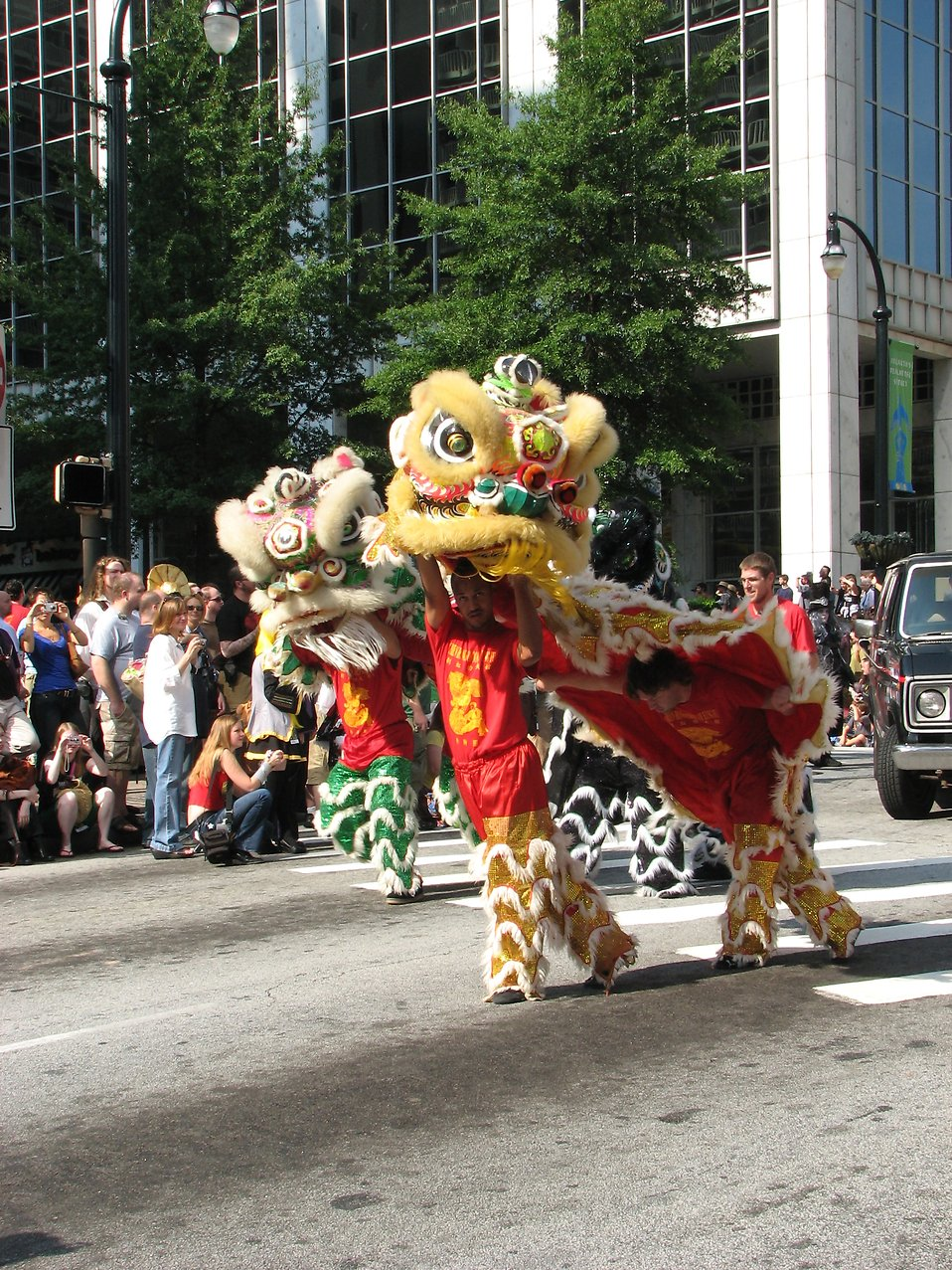 Chinese dragons at the Dragoncon 2008 parade : Free Stock Photo