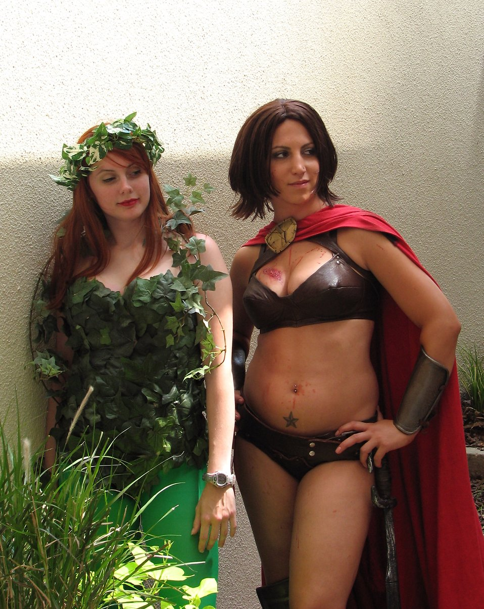 Two beautiful young women in costumes at Dragoncon 2008 : Free Stock Photo