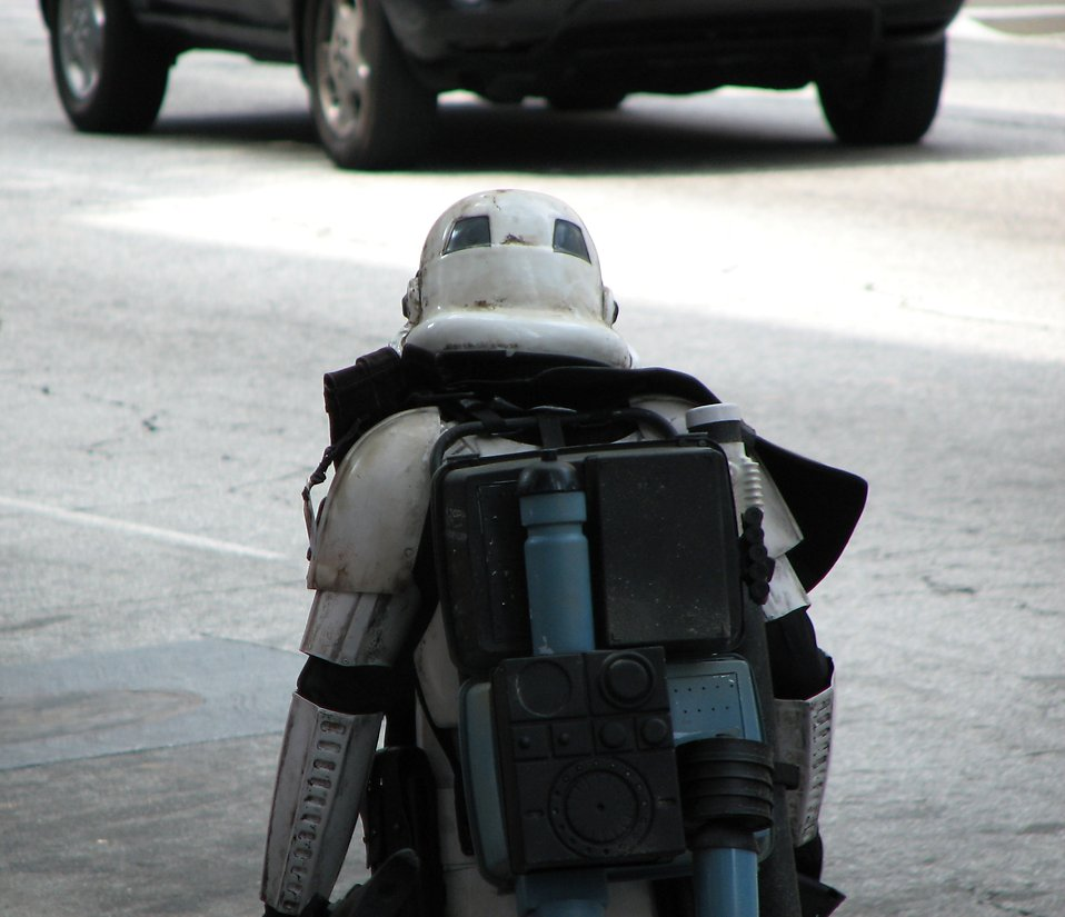 Stormtrooper costume walking at Dragoncon 2008 : Free Stock Photo