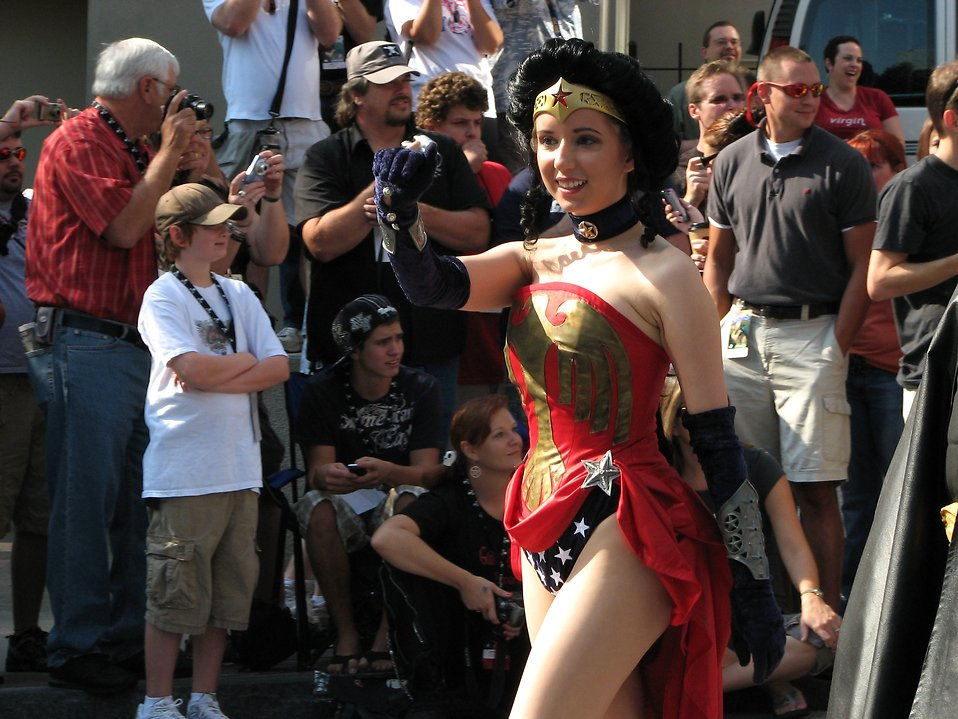 Girl in Wonder Woman costume at 2008 Dragoncon parade : Free Stock Photo