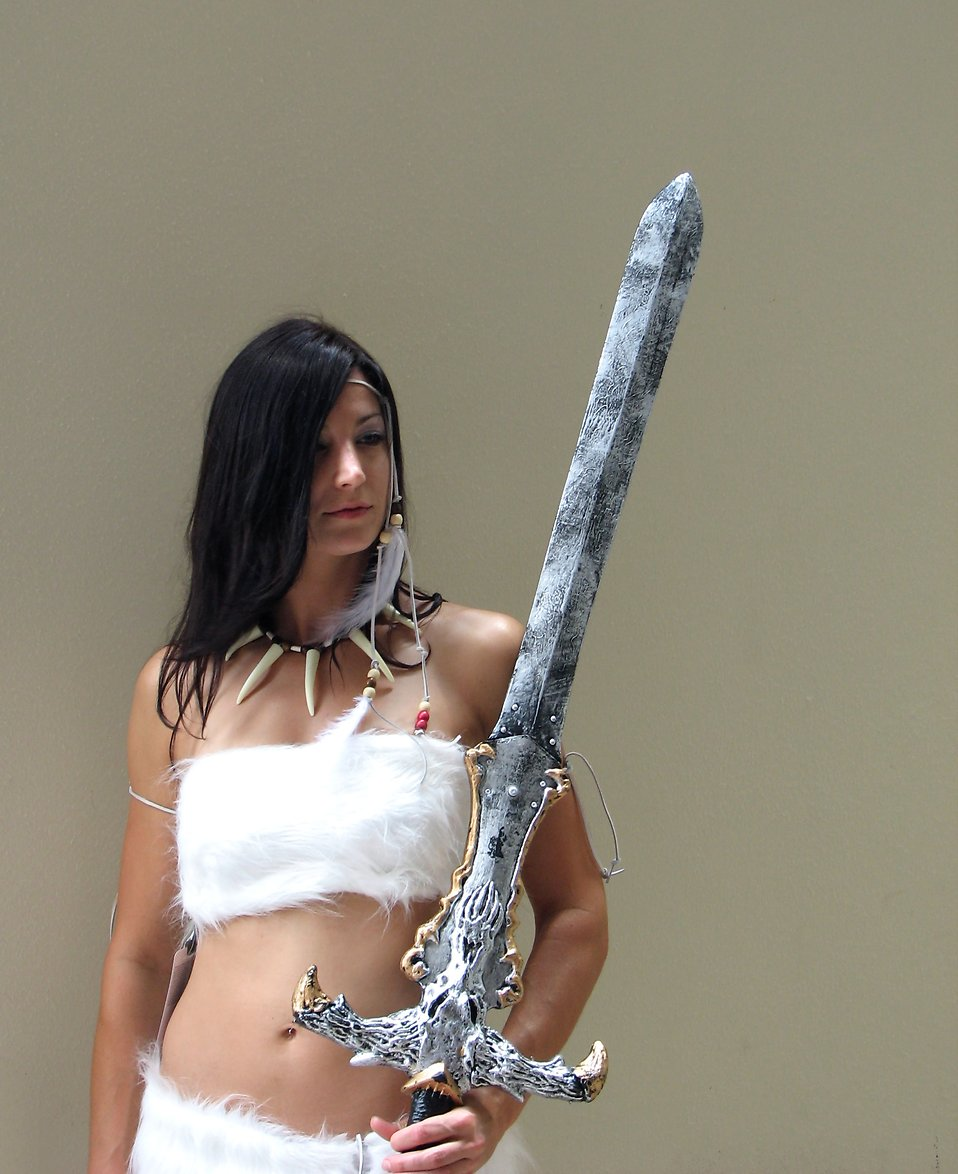 Beautiful woman in barbarian costume at Dragoncon 2008 : Free Stock Photo