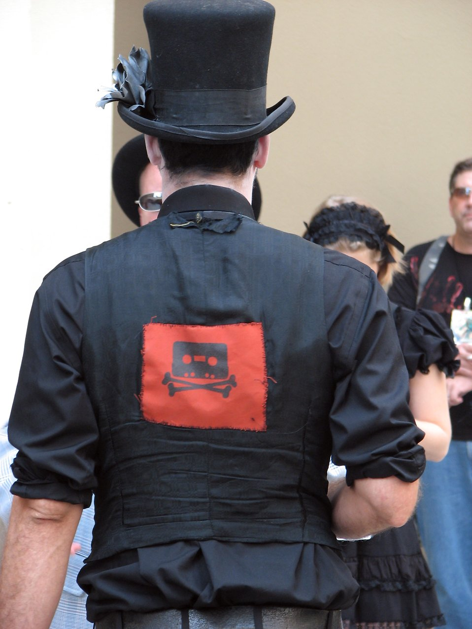 Back of a man in a tophat costume at Dragonc 2008 : Free Stock Photo