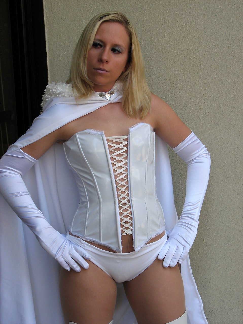 A beautiful blonde woman in a white superhero costume at Dragoncon 2008 : Free Stock Photo