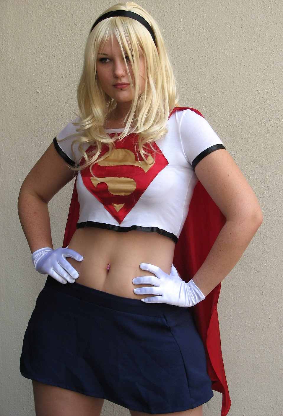 Beautiful young woman in Supergirl costume at Dragoncon 2008 : Free Stock Photo