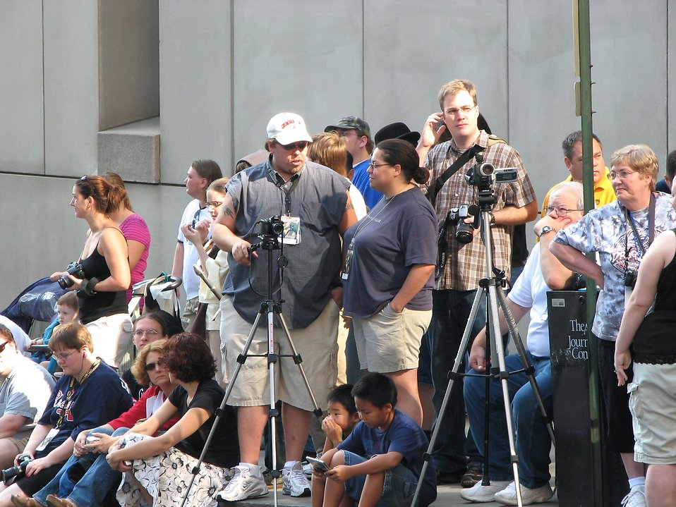 Bystanders and photographers waiting for 2008 Dragoncon parade : Free Stock Photo