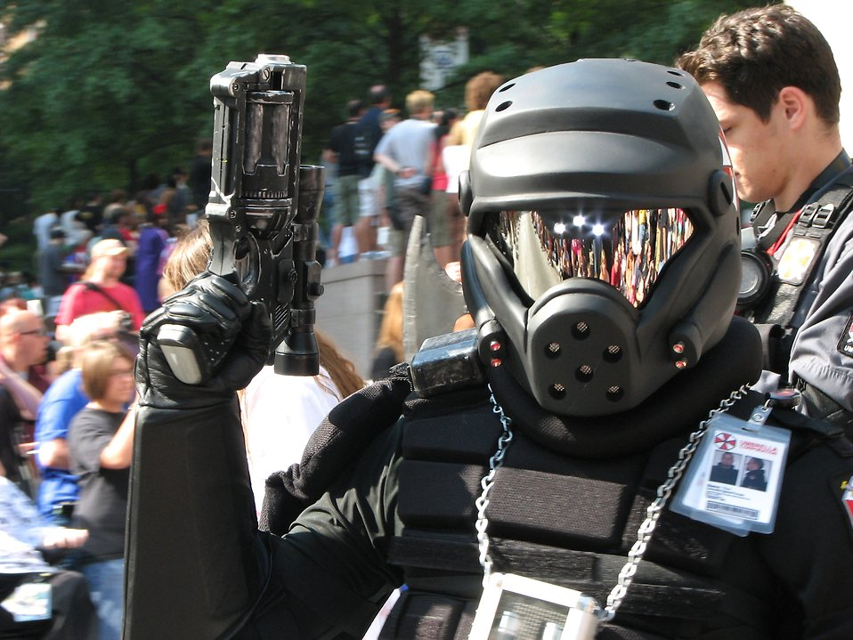 Futuristic soldier with gun at 2008 Dragoncon parade : Free Stock Photo