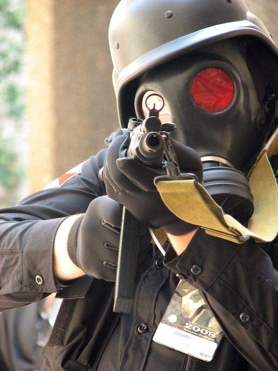 A futuristic soldier with gas mask and pointed gun at Dragoncon 2008 : Free Stock Photo