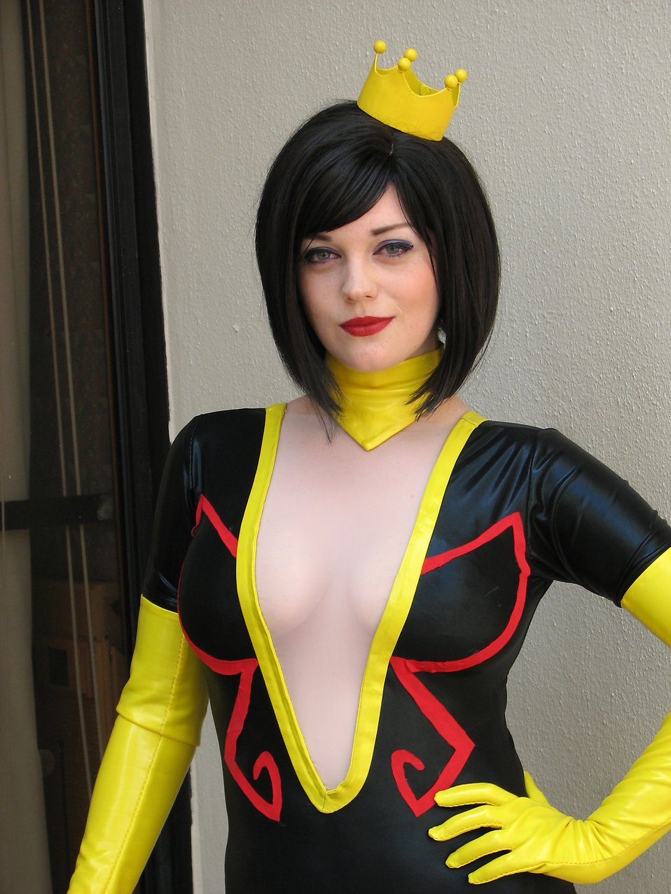 Beautiful girl in a black and yellow costume at Dragoncon 2008 : Free Stock Photo