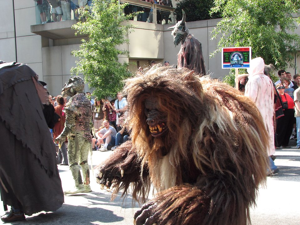 Various monster costumes in the 2008 Dragoncon parade : Free Stock Photo