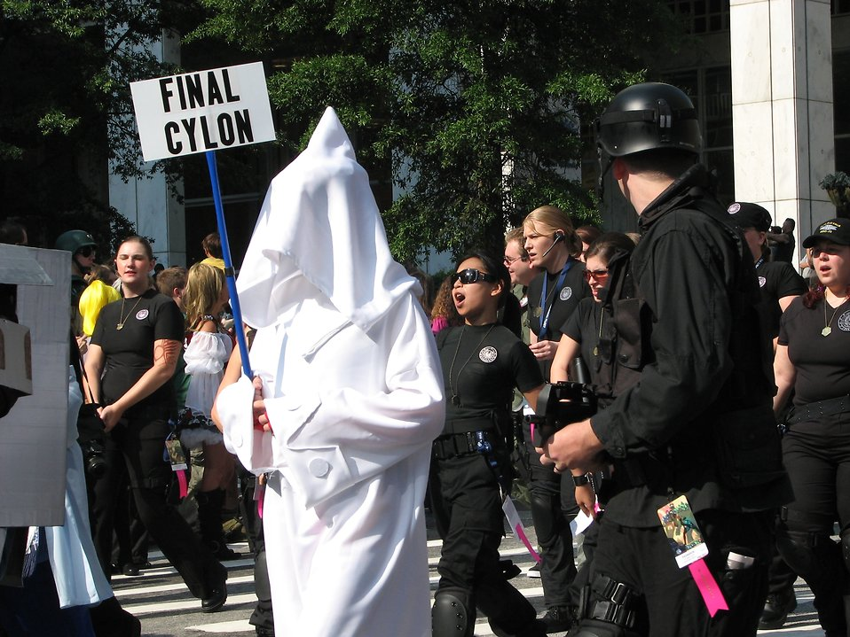 Police and sci-fi costumes at the 2008 Dragoncon parade : Free Stock Photo