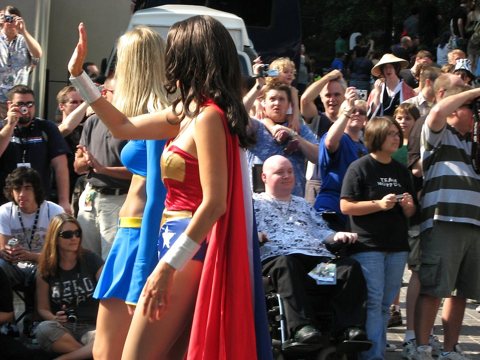 Two beautiful girls in superhero costumes in the 2008 Dragoncon parade : Free Stock Photo